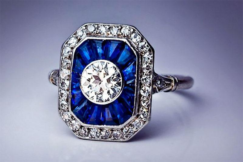 Calibré cut antique ring