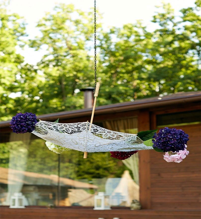 Decorating weddings with Umbrellas
