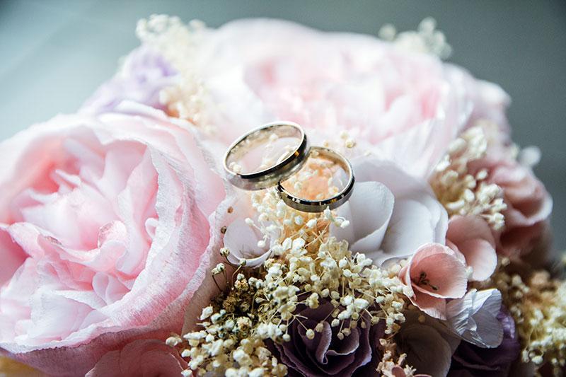 beautiful gold wedding rings